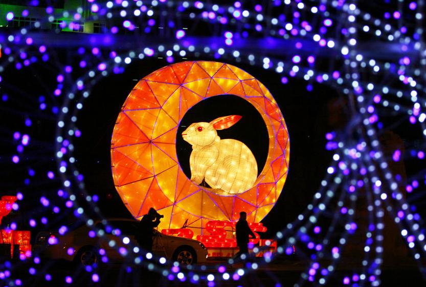 1月27日,兰州,璀璨花灯将金城的夜晚装扮得流光溢彩。 CFP  _财新每周图片(2011.1.22-1.30)