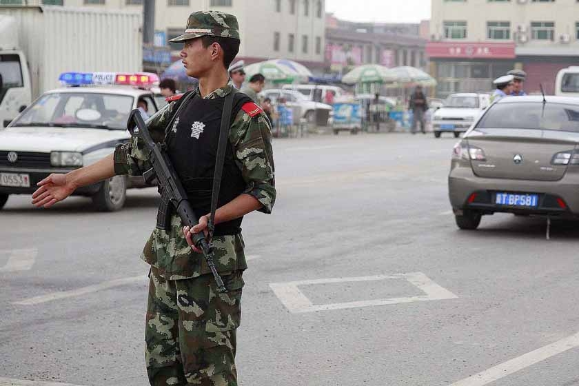 河北省深州监狱_2011年9月14日,河北省深州市通往深州监狱的主干道路口,武警和公安
