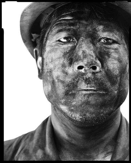 中国摄影师宋朝的《矿工》系列作品。_《冰+煤》摄影展:宋朝摄影作品