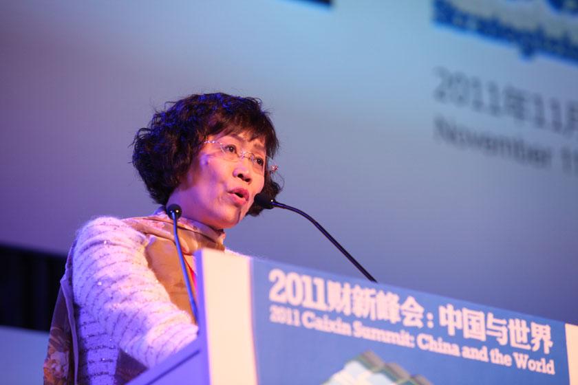 11月11日,北京,财新传媒总编辑胡舒立致辞。 财新记者 牛光/摄_2011财新峰会:开幕式