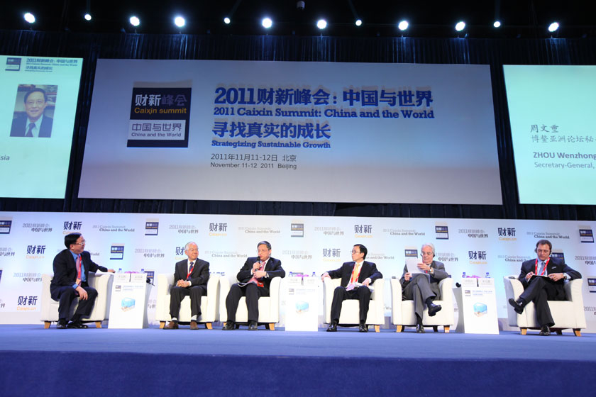 """11月11日,北京,2011财新峰会议题""""2012最重要的问题""""现场。  财新记者 牛光/摄_议题:2012最重要的问题"""