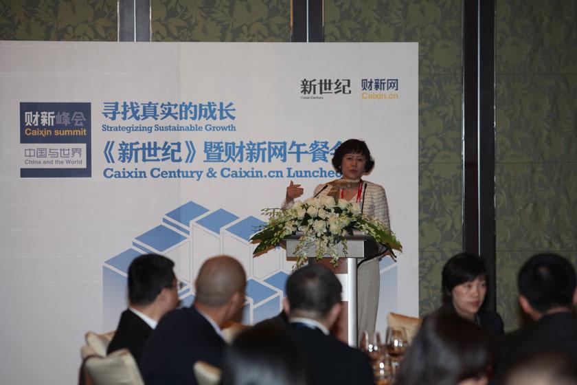 11月11日,北京,财新传媒总编辑胡舒立致辞。 财新记者 牛光/摄_2011财新峰会午餐会