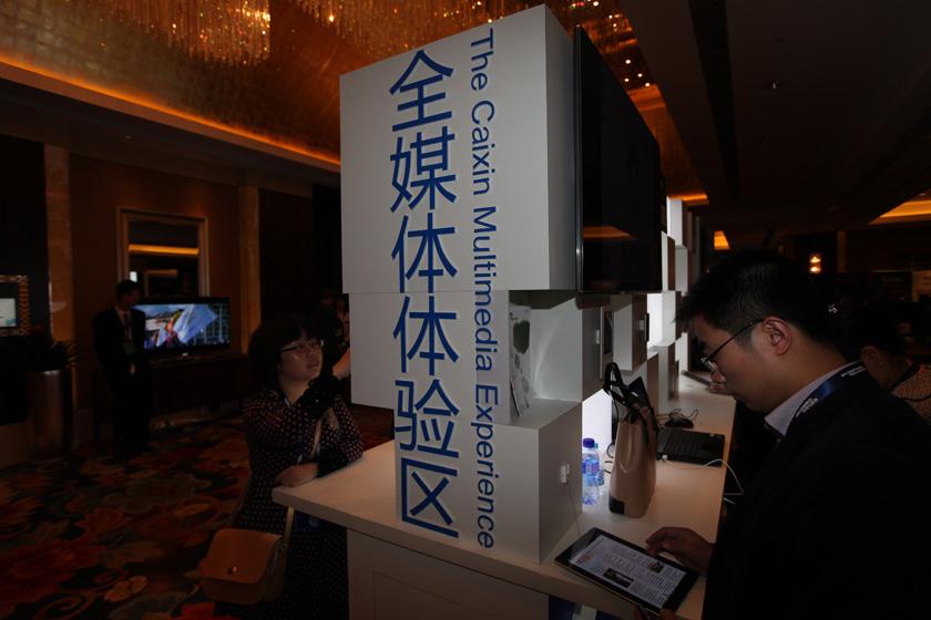 2011年11月11日,2011财新峰会在北京国贸大酒店举行。财新全媒体体验区。 财新记者 牛光/摄_峰会花絮:全媒体体验区