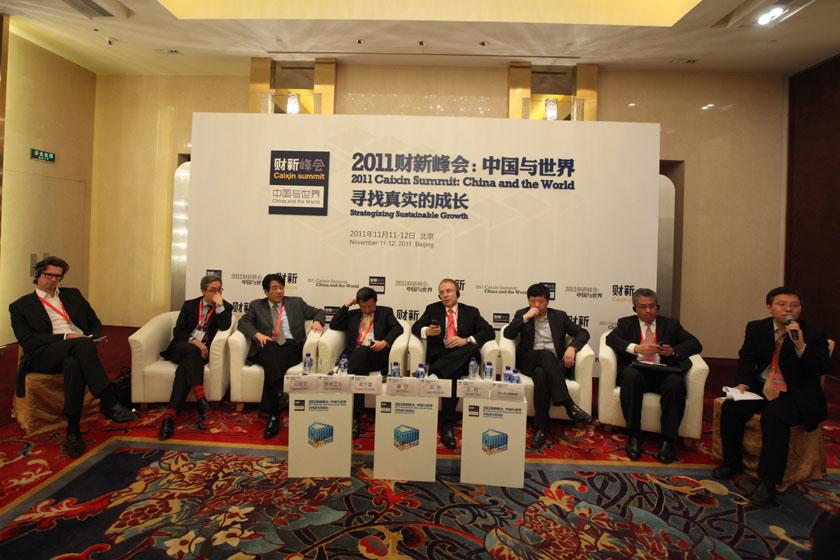 """11月11日,北京,2011财新峰会议题""""动荡与投资""""现场。  财新记者 牛光/摄_议题:动荡与投资"""
