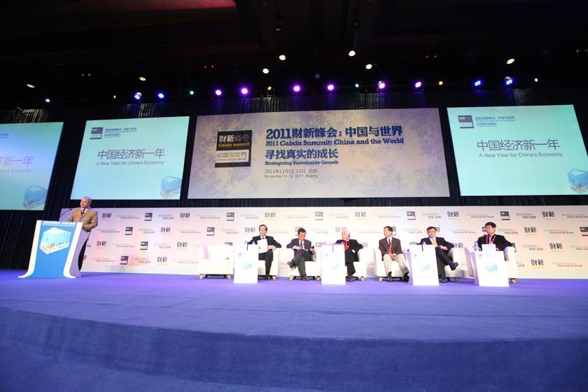 """2011年11月12日,北京,2011财新峰会议题""""中国经济新一年""""现场。 财新记者 牛光/摄_议题:中国经济新一年"""