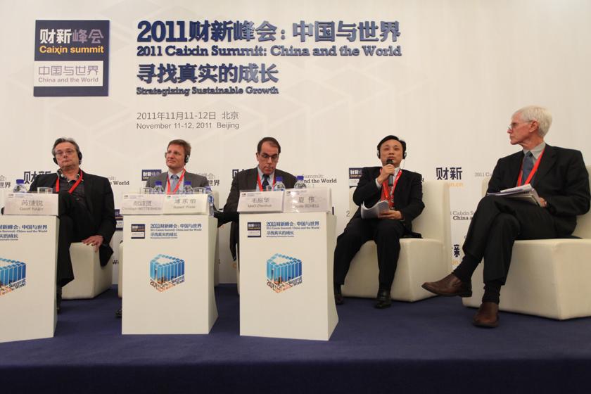 """11月12日,北京,2011财新峰会议题""""跨国竞争力:外国公司与中国公司""""现场。 财新记者 牛光/摄_跨国竞争力:外国公司与中国公司"""