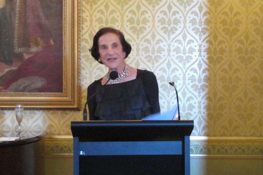新南威尔士州长Marie Bashiar女士致辞。   财新记者 李增新/摄_财新峰会悉尼专场
