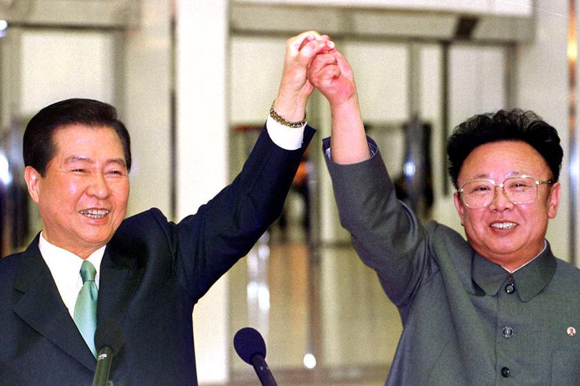 与朝鲜最高领导人金正日会晤. 东方IC-韩国前总统金大中遗孀赴朝图片