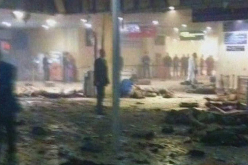 莫斯科机场爆炸:当地时间1月24日16点42分,莫斯科多莫杰多沃机场抵达大厅内发生自杀式炸弹爆炸,造成至少35人死亡,180人受伤,俄总统梅德韦杰夫将事件定性为恐怖袭击。图为爆炸地点的电视截屏图。 CFP_图片2011——国际篇