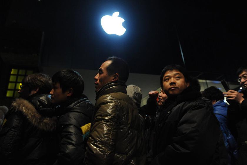 大悦城苹果专卖店_iPhone4S内地发售 黄牛党猖獗_图片频道_财新网