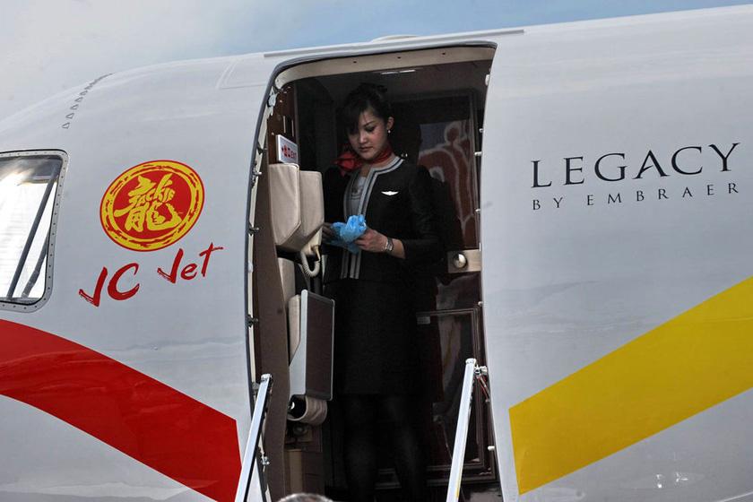 成龙价值2亿私人飞机奢华内景首次曝光