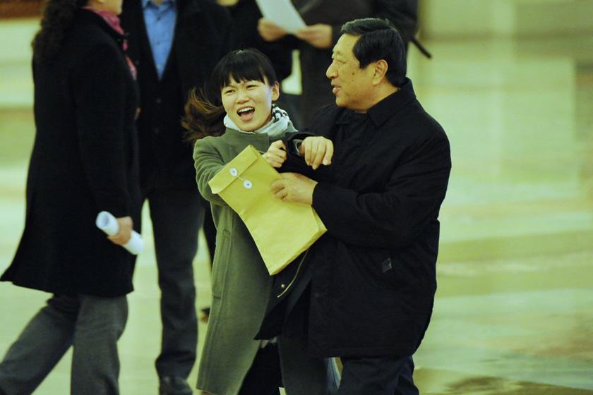 3月11日,北京,发改委主任张平婉拒采访。 江心/CFP_女记者拦截数位部长 要求接受采访