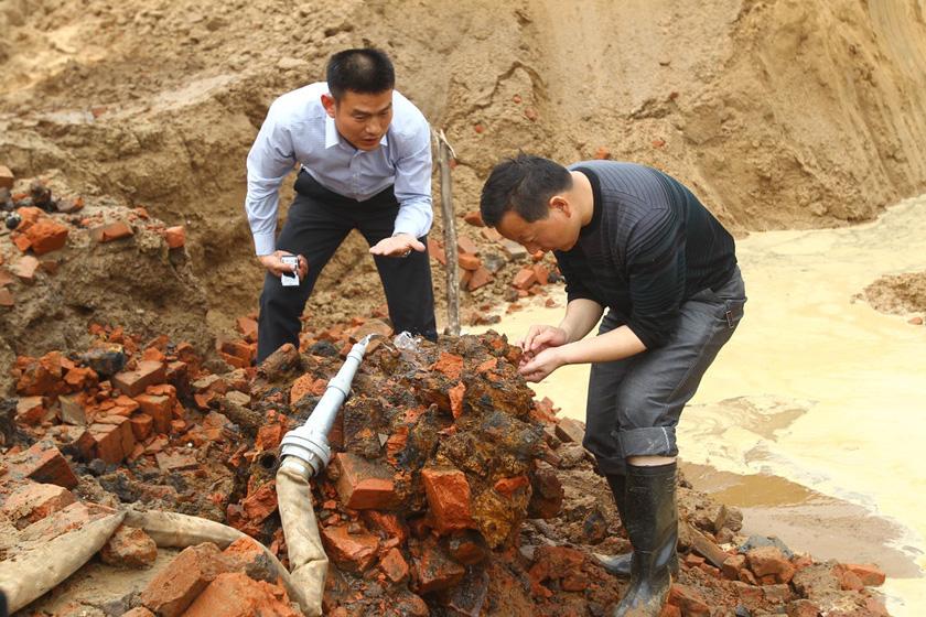 2012年4月17日上午,河南郑州市一处建筑工地的地基坑内,意外发现了500多枚沾满泥土的炸弹,虽然尘封数十年,但有些手榴弹的引信依然完好,燃烧弹甚至还能起火。民警表示,这批危险物品将会择日运至黄河滩销毁。