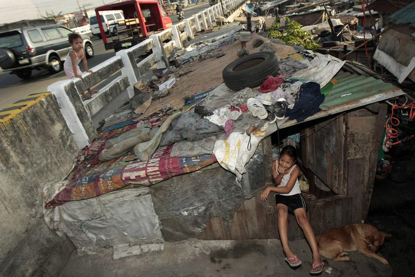 5月3日,菲律宾马尼拉,生活在贫民窟里的孩子.