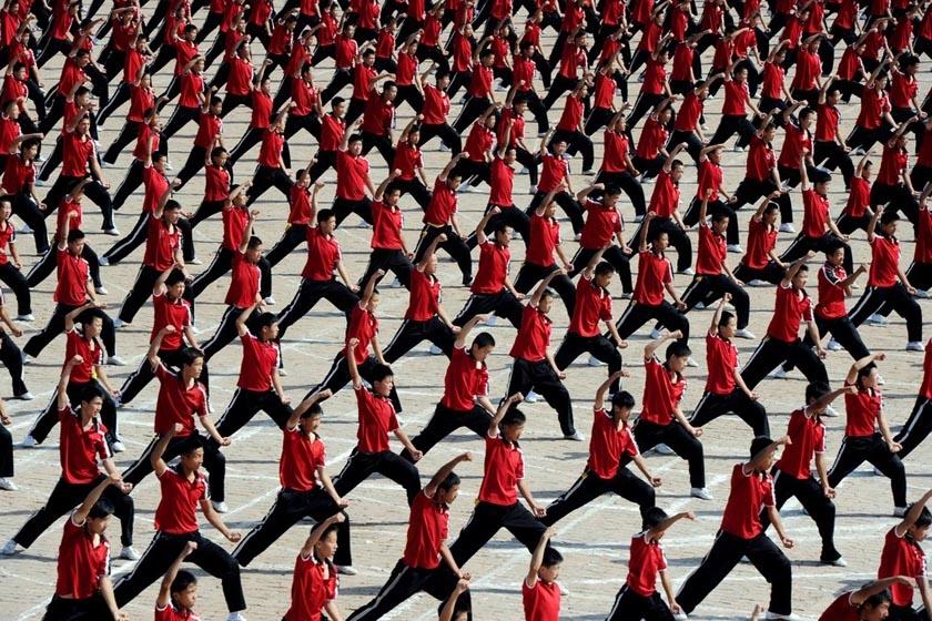 6月9日下午,河南登封少林寺塔沟武校举行万人武术表演,场面宏大,声势惊人,最后学员们用身体组成天地之中字样,并拼出巨幅国旗图案。2012年中国文化遗产日活动将主场城市设在郑州,本次万人武术表演是活动内容之一。