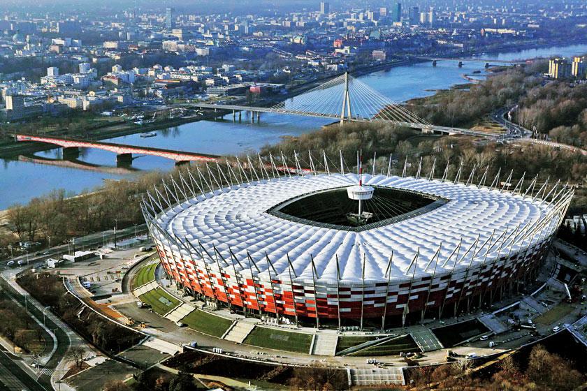 位于华沙的波兰国家体育场鸟瞰图,2012 年欧锦赛开幕式在此举行。2012 年欧锦赛由波兰和乌克兰联合举办,波兰的主办城市是华沙、格但斯克、波兹南和弗罗茨瓦夫。_另一种欧洲