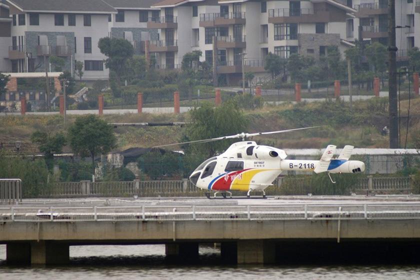 8月5日,江苏华西村,村头的飞机场一角。  李根/东方IC  _华西村自办航空公司 开通到江阴4分钟航班