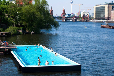 德国柏林河中泳池。imago stockpeople/东方IC_全球超另类游泳池
