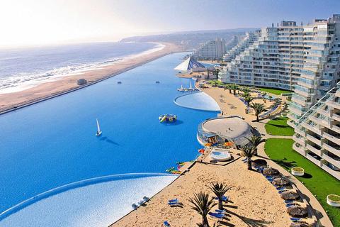 智利南部海滨旅游胜地阿尔加罗沃,世界上最大的游泳池。ChinaFotoPress/CFP_全球超另类游泳池