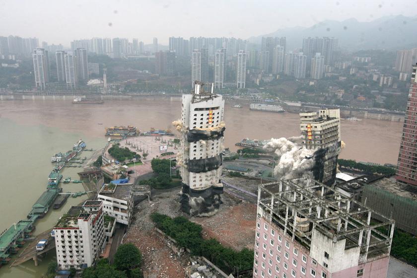 重庆朝天门地标建筑爆破拆除