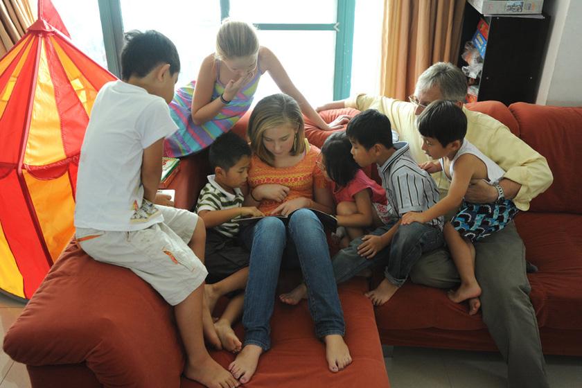 美国夫妇5年收养6个中国孩子 图片频道