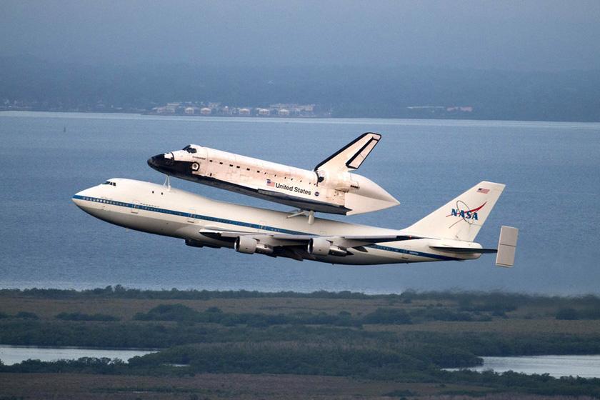 """美国奋进号航天飞机开始""""最后飞行旅程"""""""