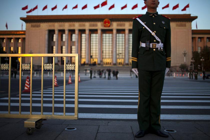11月8日,北京,安保人员执勤。  Alexander F Yuan/东方IC_十八大会场安保人员静立执勤
