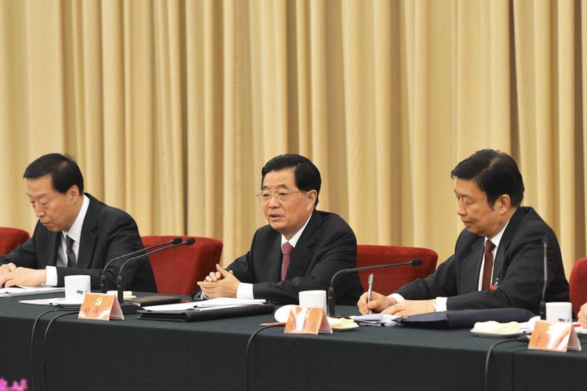 11月9日,胡锦涛参加党的十八大江苏代表团讨论。   王晔/新华社_九常委参加十八大地方代表团讨论
