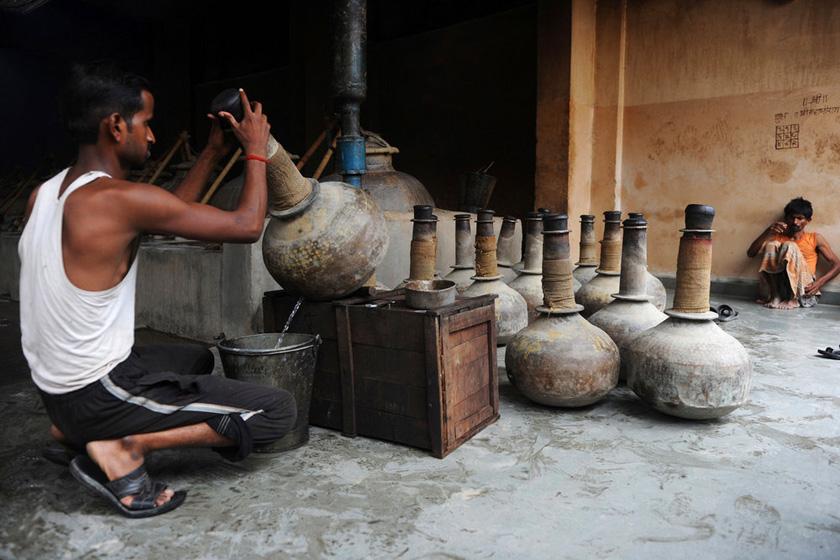 印度传统精油的制作过程