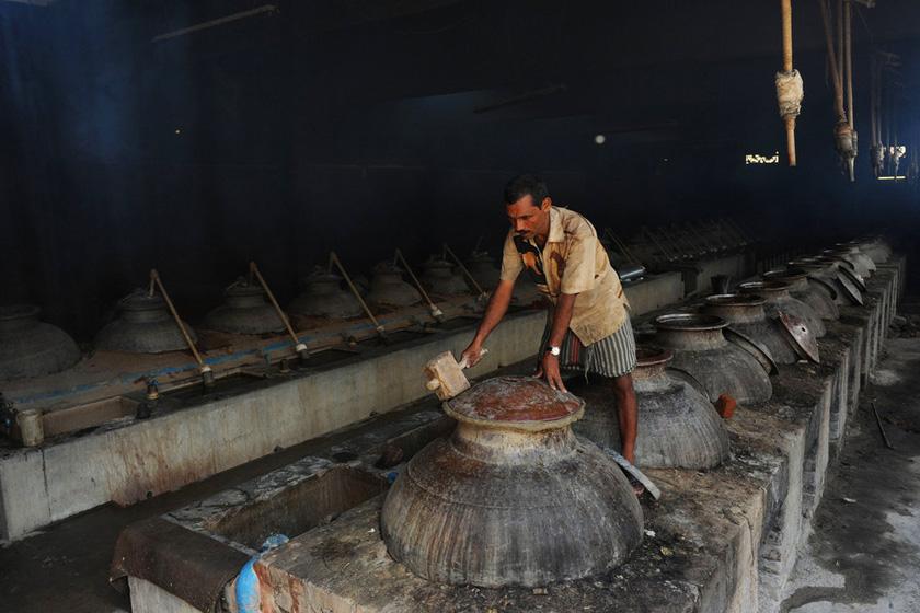 东方斯卡拉2012_印度传统精油的制作过程_图片频道_财新网