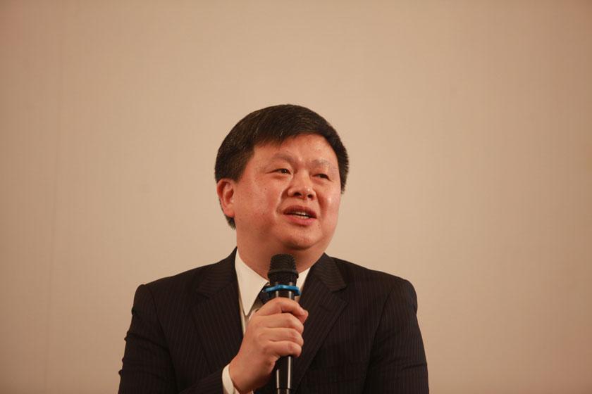 11月16日,花旗银行中国研究主管、大中华区首席经济学家沈明高讲话。  王攀/财新记者_财新辩论:再救债务危机