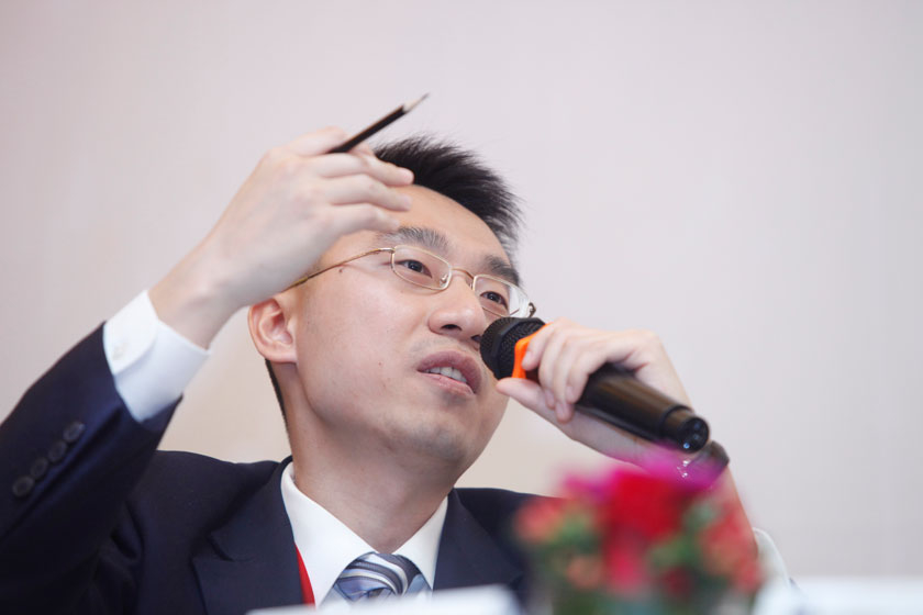 11月16日,财新《新世纪》国际新闻部主任黄山主持。  王攀/财新记者_议题:中国与邻居们(闭门会议)