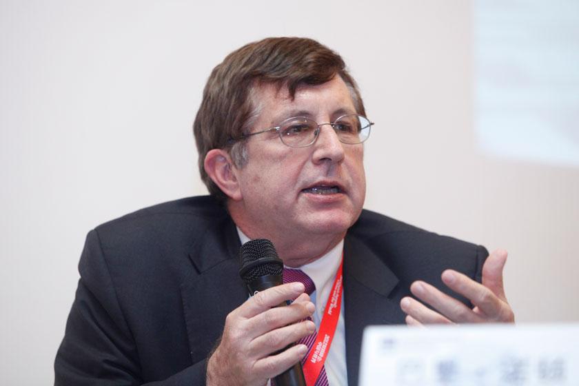 11月16日,加州大学圣地亚哥分校教授巴里·诺顿讲话。  王攀/财新记者_议题:中国与邻居们(闭门会议)