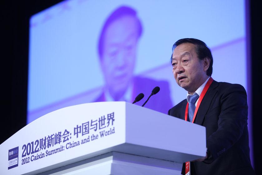 11月17日,全国政协经济委员会副主任、工业和信息化部首任部长李毅中讲话。    牛光/财新记者_议题:中国经济新增长