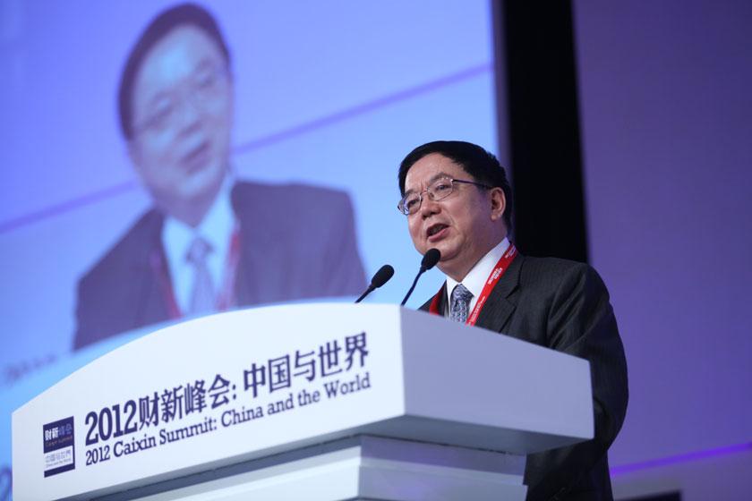 11月17日,中国国际金融有限公司董事长、孙冶方经济科学基金会理事长李剑阁讲话。   牛光/财新记者_议题:中国经济新增长