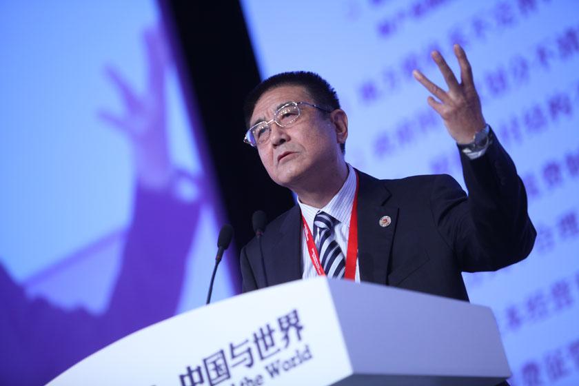 11月17日,全国政协经济委员会委员、国家开发银行原副行长刘克崮发言。     牛光/财新记者_议题:财税改革下一步