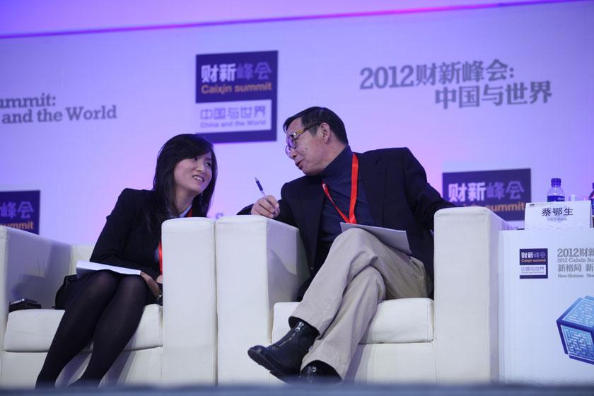 11月17日, 凌华薇和蔡鄂生。      牛光/财新记者_议题:银行改革下一步