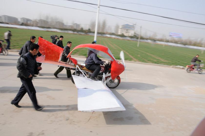 cfp_济南农民花2000元摩托车改造飞机