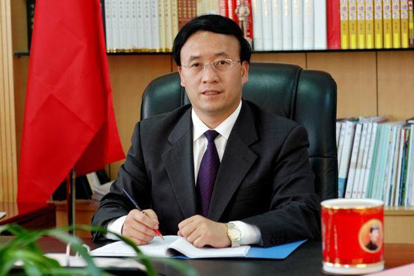 网友搜集的袁占亭戴表照片。_网传兰州市长疑戴名表