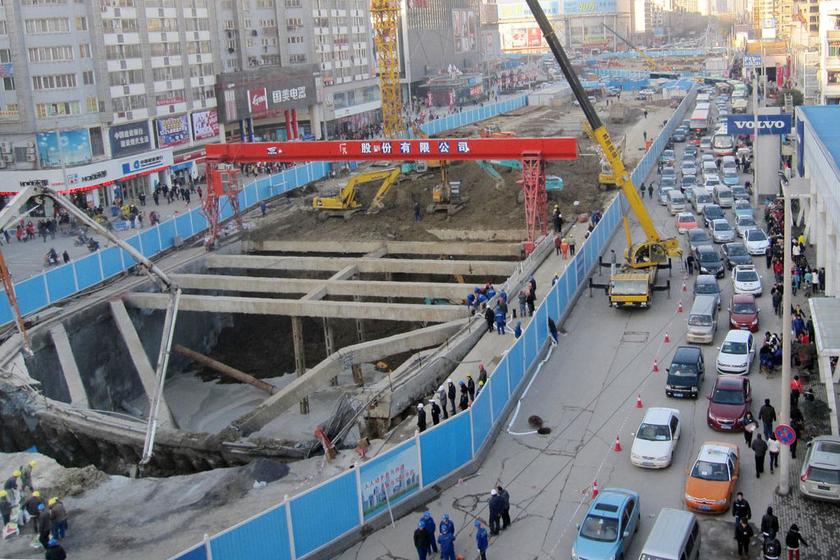 西安地铁工地围挡大门_西安地铁永宁门站施工围挡6个口用了仨有俩很