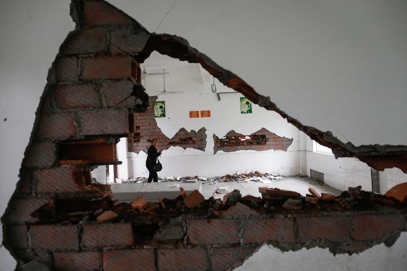 雅安地震中受损学校