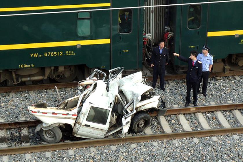 青藏铁路发生火车与汽车相撞事故