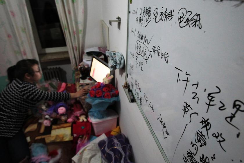 河北女孩打几份工为母筹款治病_图片频道_财