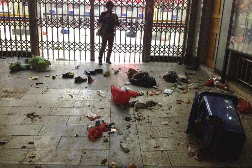 昆明恐怖袭击女暴徒_昆明火车站发生恐怖袭击 上百人伤亡_图片频道_财新网