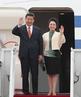习近平夫妇抵达韩国首尔