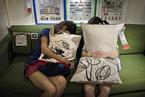 中国式睡相,从宜家到马路旁