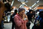 马航被击落航班乘客家属机场痛哭