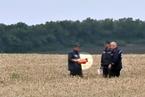 乌东部武装称找到MH17黑匣子