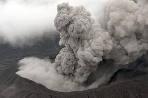 日本阿苏中岳火山喷发