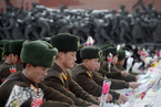 金正日逝世三周年 朝鲜民众献花悼念
